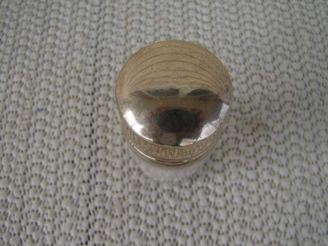 C. 1920 GLASS SMELLING SALTS BOTTLE