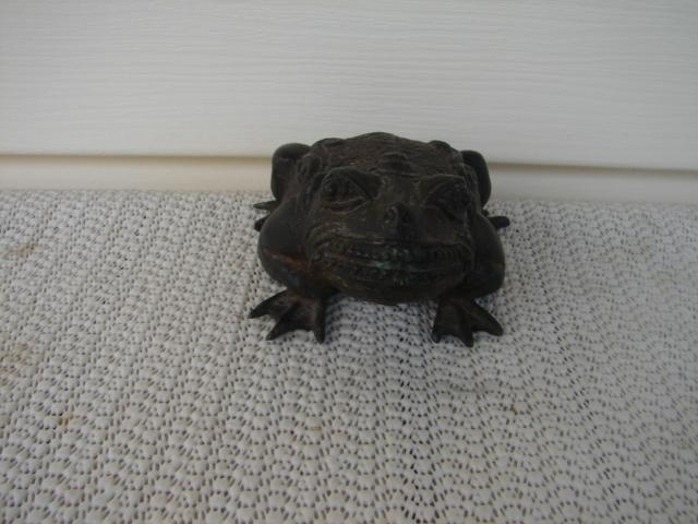 18TH. CENTURY CHINESE BRONZE FROG