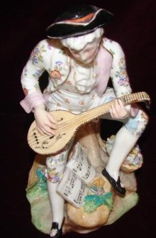 EUROPEAN GERMAN PORCELAIN FIGUREINE W/MANDOLIN