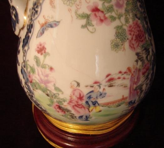 19TH CENTURY CHINESE EXPORT MANDARIN PITCHER