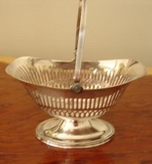 C. 1900 SILVER PLATE1900 BASKET WITH HANDLE