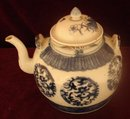 CHINESE EXPORT BLUE AND WHITE TEAPOT