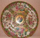 C. 1840 CHINESE EXPORT ROSE MEDALLION DINNER PLATE 9 3/4