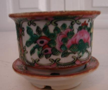 C. 1880 CHINESE EXPORT ROSE MEDALLION CACHE POT W/ COVER