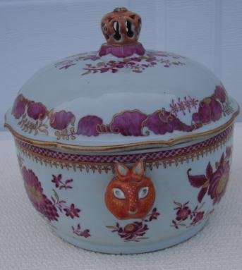 C. 1740-1760 CHINESE EXPORT SOUP TUREEN WITH COVER