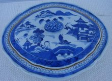C. 1820 CHINESE EXPORT BLUE CANTON VEGETABLE DISH W/COVER