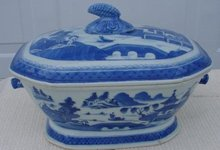 C. 1820 CHINESE EXPORT BLUE CANTON SOUP TUREEN