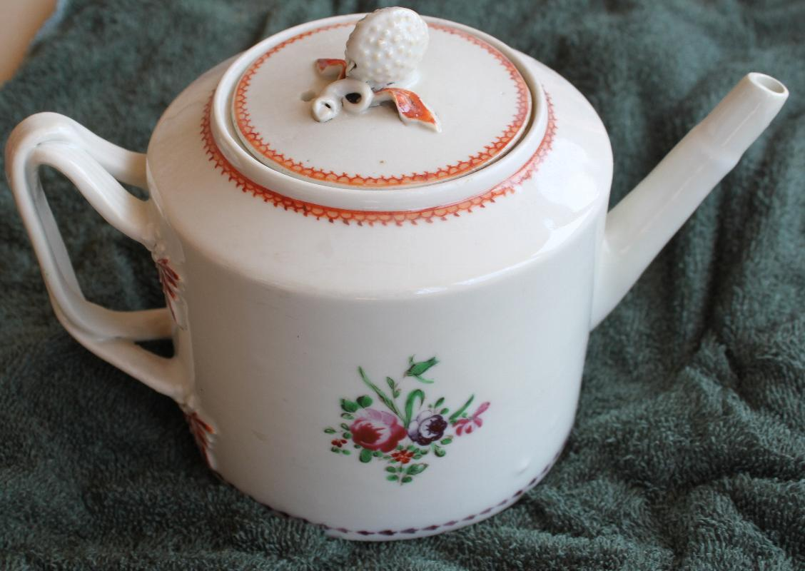 18th Century Chinese Export teapot with Rasberry Finial