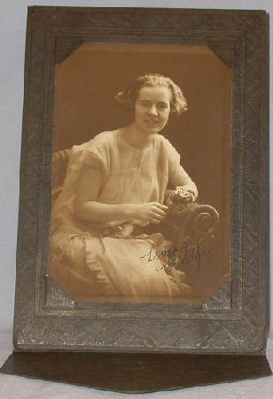 GREAT 1920s  PHOTOGRAPH OF YOUNG GIRL
