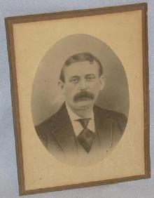OLD PHOTOGRAPH OF VICTORIAN MAN