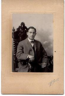 OLD PHOTOGRAPH OF MAN