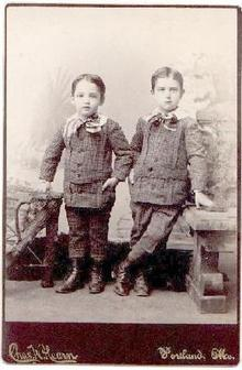 CUTE! CUTE! CUTE! VICTORIAN PHOTO OF 2 BOYS