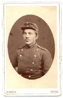 CARTE DE VISITE PHOTOGRAPH OF SOLDIER IN MILITARY DRESS
