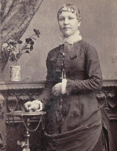 CABINET PHOTO OF VICTORIAN WOMAN