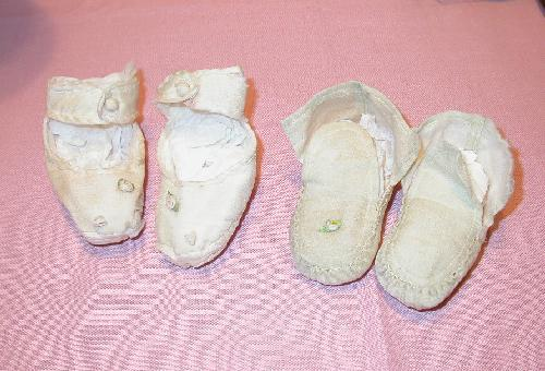 1930s CHILDREN'S PINK CLOTH SHOES