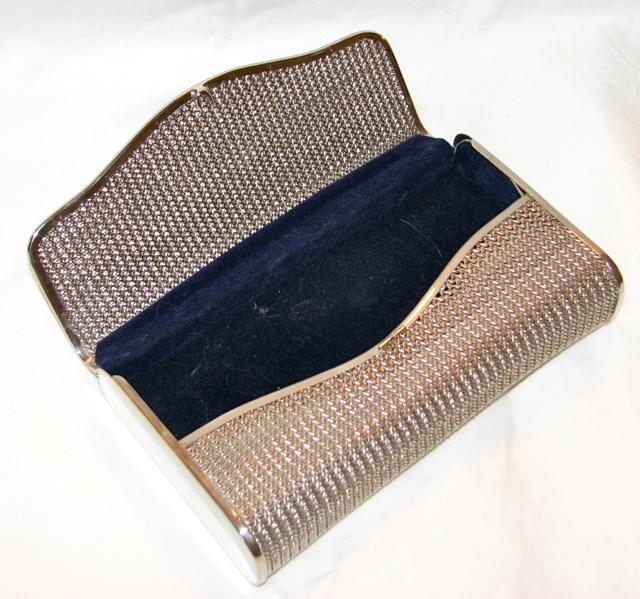 LOVELY SILVER TONE MESH CLUTCH PURSE