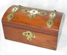 LOVELY TEA CADDY