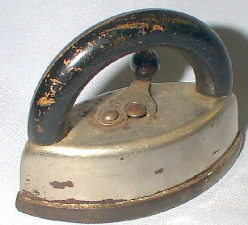 CHILDREN'S TOY IRON