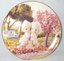 LIMITED EDITION PRECIOUS MOMENTS COLLECTOR PLATE