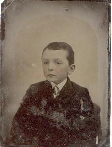VICTORIAN TINTYPE 3/4 PLATE PHOTO OF A YOUNG BOY