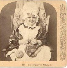 VERY CUTE STEREOVIEW - LOOKS LIKE GRANDMA TO ME