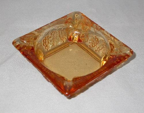 WESTMORLAND GLASS GRAPE PATTERN ASHTRAY