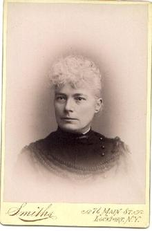 VICTORIAN PHOTOGRAPH OF WOMAN FROM NEW YORK