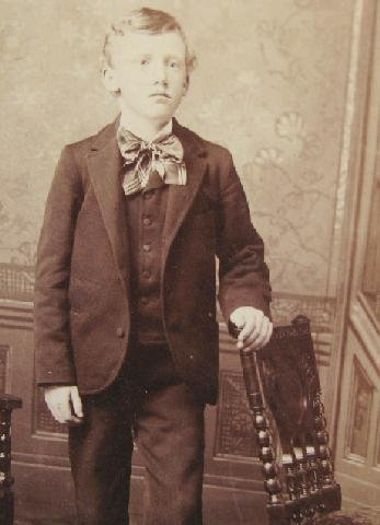 HANDSOME YOUNG VICTORIAN MAN