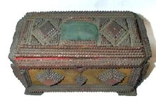 GREAT TRAMP ART SEWING BOX