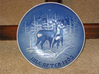 1965 PORCELAIN MOTHER DOE & FAWN COLLECTOR  PLATE
