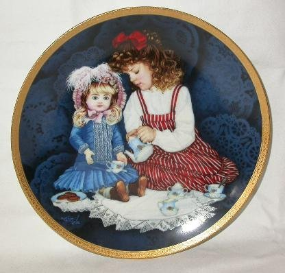 ANTIQUE DOLL COLLECTOR PLATE