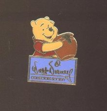 WINNIE THE POOH COLLECTOR PIN