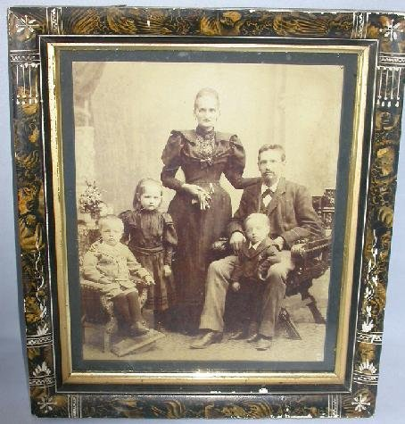 LARGE FAMILY PHOTOGRAPH IN GREAT VICTORIAN FRAME!!