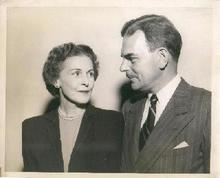 HISTORICAL PHOTO - PRESIDENTIAL CANDIDATE - THOMAS DEWEY AND WIFE - CAMPAIGN PHOTO