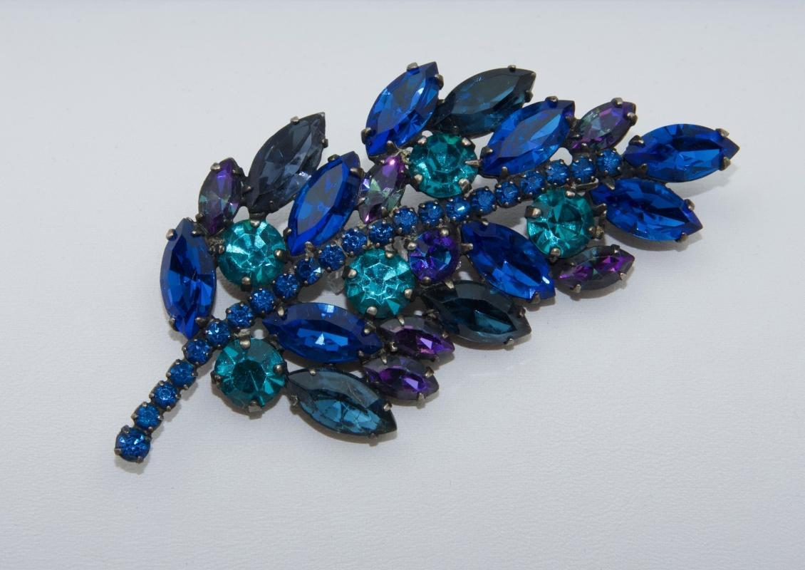 Beautiful WEISS Deep Blue Brooch