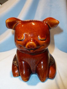 HULL BROWN DRIP SITTING PIG BANK