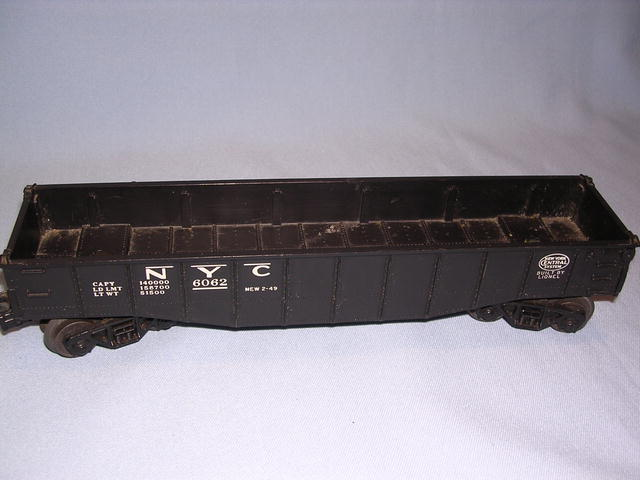 VINTAGE LIONEL TRAIN  NEW YORK CENTRAL SYSTEM CAR  #6062