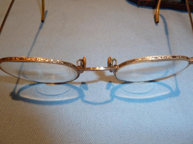 ANTIQUE BAUSCH & LOMBE HIBO 1/10 ROUND ENGRAVED RIM BI FOCAL  EYE GLASSES IN ORIG CASE