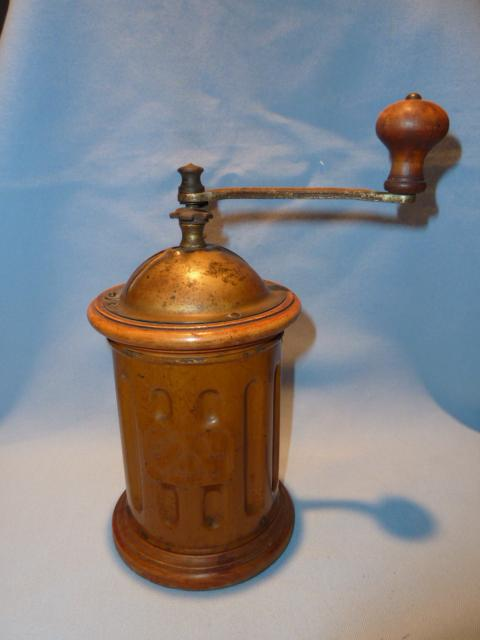 ANTIQUE F&B   TRE-SPADE ROUND COFFEE GRINDER