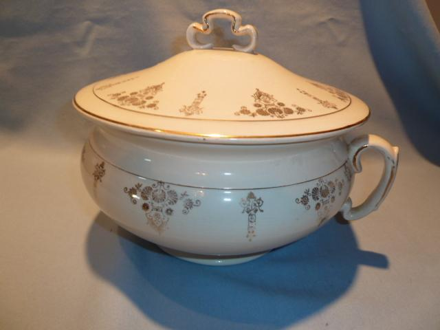 BEAUTIFUL ANTIQUE COVERED HANDLED  CHAMBER POT WHITE WITH GOLD