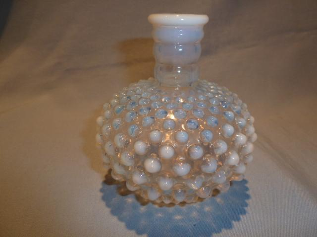 ANCHOR HOCKING MOONSTONE OPALESCENT BUD VASE PERFUME