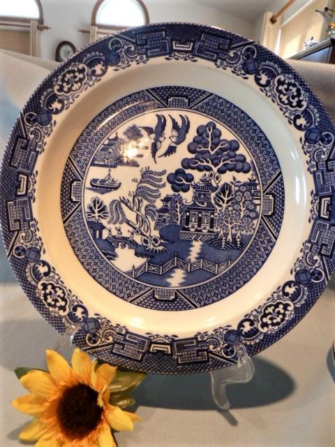 18 PIECE SET WILLOW WOODS WARE BLUE WILLOW DINNERWARE