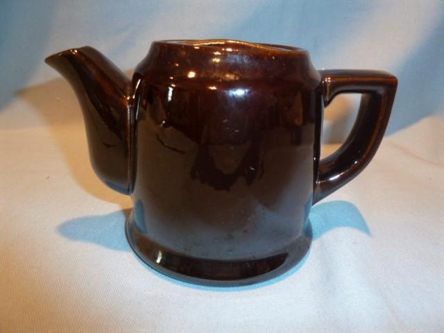 OCCUPIED JAPAN CHOCOLATE BROWN POTTERY SINGLE SERVE TEAPOT TEA POT