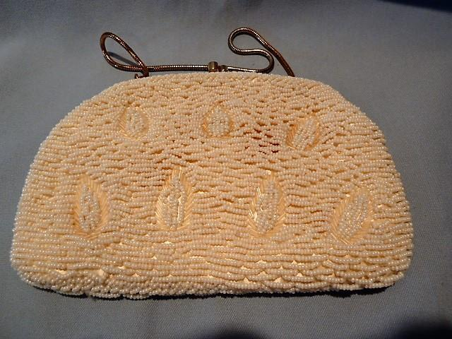 VINTAGE  SIMON WHITE BEADED EVENING PURSE WITH GOLD LEAF DESIGN GOLD HANDLE