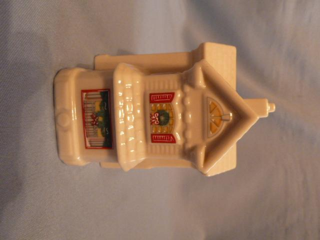 LENOX CHINEA HOLIDAY VILLAGE COLLECTRION K. KRINGLE GENERAL STORE  MIB