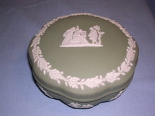 WEDGWOOD GREEN JASPERWARE JASPER COVERED POWDER DISH