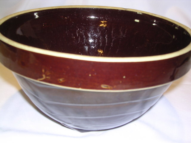 LARGE BROWN POTTERY MIXING BOWL