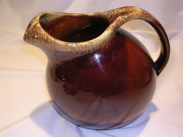 HULL 2 QUART HOUSE AND GARDEN MIRROR BROWN JUG ICE LIP  PITCHER