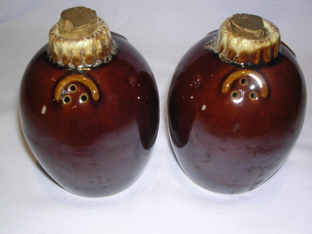 HULL HOUSE AND GARDEN MIRROR BROWN JUG SALT AND PEPPER