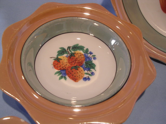 7 PIECE LUSTERWARE FRUIT OR BERRY BOWL SET